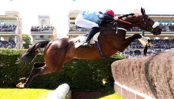 SO FRENCH sur le Rail Ditch and Fence dans le Grand Steeple-Chase de Paris 2017